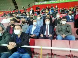 Gaziler Futbol Maçını Vali ile izledi