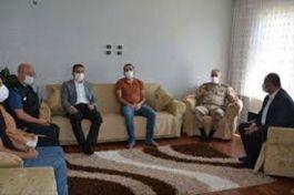 Hakkari Valisi Şehit Ailesini ziyaret etti