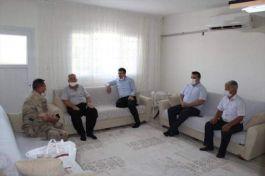 Hassa Kaymakamı Şehit Ailelerini ziyaret etti