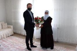 Hizan Kaymakamı Şehit ailesini ziyaret etti