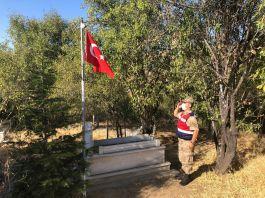 Jandarma Şehit Mezarlarına bakım yaptı