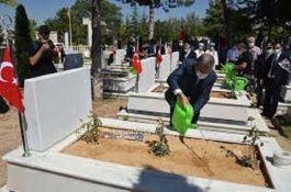 Karaman'da Şehitlikte Bayramlaşma