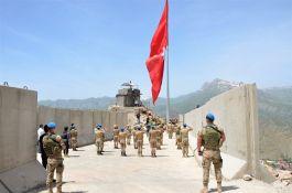 Kato Dağı'nda Şehit olan 10 Şehit Asker anısına dev Türk Bayrağı dikildi