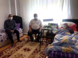 Kaymakam hasta şehit babasını ziyaret etti