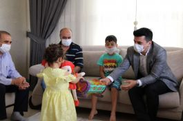 Kaymakam Şehit ailesi ve Kıbrıs gazisini evlerinde ziyaret etti