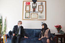 Kaymakam Şehit annesini evinde ziyaret etti