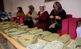Kayseri annelerden Mehmetçiğe atkı, bere ve çorap