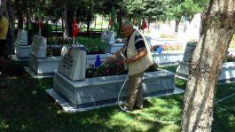 Kayseri'de bayramda Şehitlikte dualar edildi