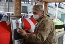 Kazada vefat eden Uzman Çavuş ve ailesi defnedildi