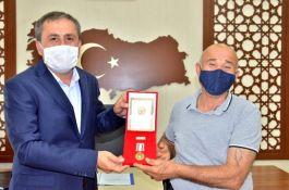 Kıbrıs gazisine madalya ve beratı takdim edildi