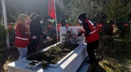 Kızılay Şube çalışanları Şehit mezarlarını ziyaret etti