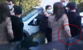 Milletvekilli Teröristin telefonunu çaktırmadan aldı polisten sakladı(Video)