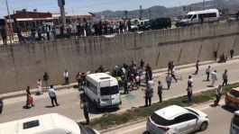 Minibüs alt geçide düştü 3 asker yaralı