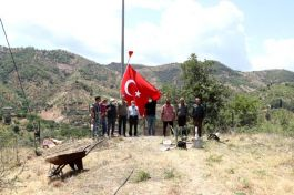 Nazilli Belediyesi'nden Çaylı Mahallesi'ne dev Türk Bayrağı
