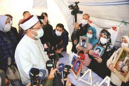 O da Diyarbakır(Terörist) Annelerini ziyaret etti