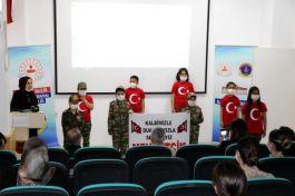 Öğrenciler jandarmayı ziyaret edip Şehitler anısına program yaptı