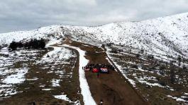 Öğrenciler Şehitler için Dinek Dağının zirvesine yürüdü