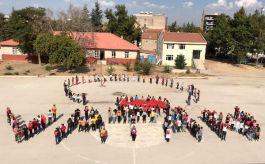 Öğrencilerden Mehmetçiğe koreografiyle destek