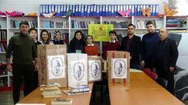 Öğretmen ve öğrencilerden Mehmetçiğe kitap