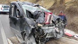 Oğullarını Askere teslim eden aile dönüşte kaza yaptı 3 kişi vefat etti