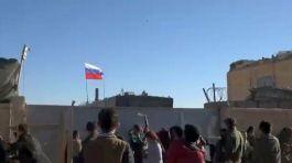 Pkk yandaşları Suriye'de Rus üssünü taşladı(Video)