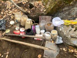 Pkk'nın toprağa gizlenmiş yaşam malzemeleri ele geçirildi