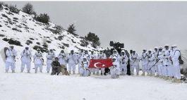 Pöh'ler karla kaplı dağlarında vatan nöbetinde