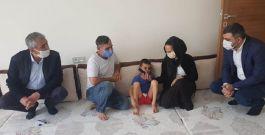 Polise taş atan çocuğun ailesini Ak parti ziyaret etti