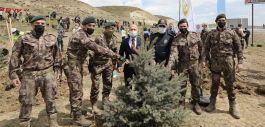 Polisler Şehit meslektaşlarının anısına 250  fidan dikti