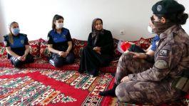 Polislerden Şehit annesine Anneler Günü ziyareti