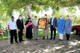 Resim öğretmeni Şehitleri tablolarda yaşatıyor