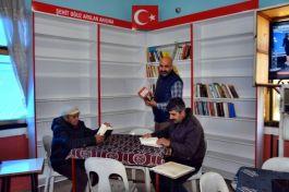 Şehidin adına Sökeli kahveci kütüphane oluşturdu