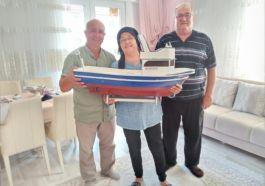 Şehidin adının verildiği teknenin maketi ailesine hediye edildi