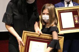 Şehidin Devlet övünç madalyasını 7 yaşındaki kızı aldı