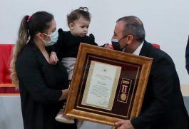 Şehidin Madalyası hiç görmediği bir yaşındaki kızına verildi