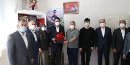 Şehircilik Bakanı Şehit ailelerini ziyaret etti