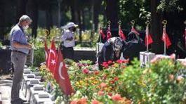 Şehit aileleri Edirnekapı Şehitliği'ne ziyarette bulundu