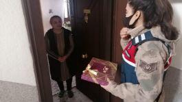 Şehit Ailelerine Askerlerden yılbaşı ziyaretleri