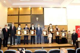 Şehit ailesi ve gazilere devlet övünç madalyası