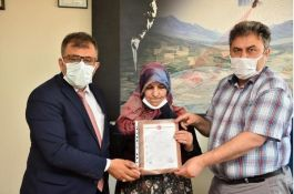 Şehit ailesine belediye başkanından ev hediyesi