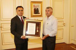 Şehit Ailesine Devlet Övünç Madalyası ve Beratı Verildi