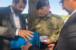 Şehit annelerinden sınırdaki askerlere duygulandıran hediye