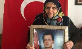Şehit Annesi 28 yıl sonra İlk defa şehit oğlunun kabrine gidemedi