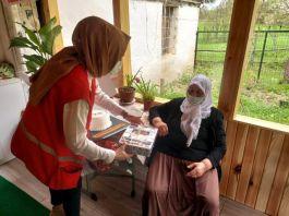 Şehit annesi emekli maaşını Kızılay'a bağışladı