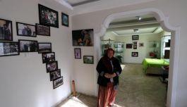 Şehit Annesi Şehit oğlunu iki katlı evinin alt katında yaşatıyor