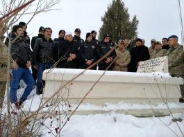 Şehit Asker şehadetinin yıl dönümünde mezarı başında anıldı