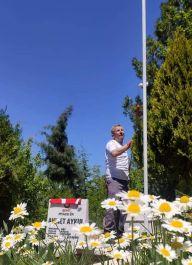 Şehit mezarlarının Bayrakları değiştirildi