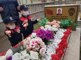 Şehit Polis babalarının kabrini ziyaret ettiler