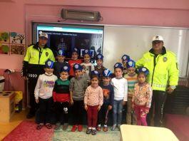 Şehit polisler için mevlit okutulup öğrencileri ziyaret ettiler