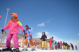Şehit ve gazi çocukları kayak eğitimi veriliyor